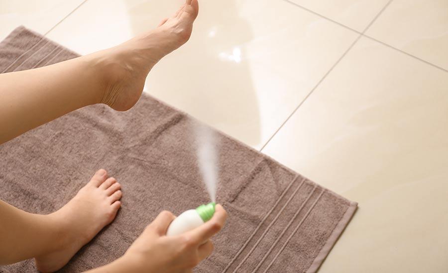 Deo bzw. Antitranspirant gegen Schweißfüße